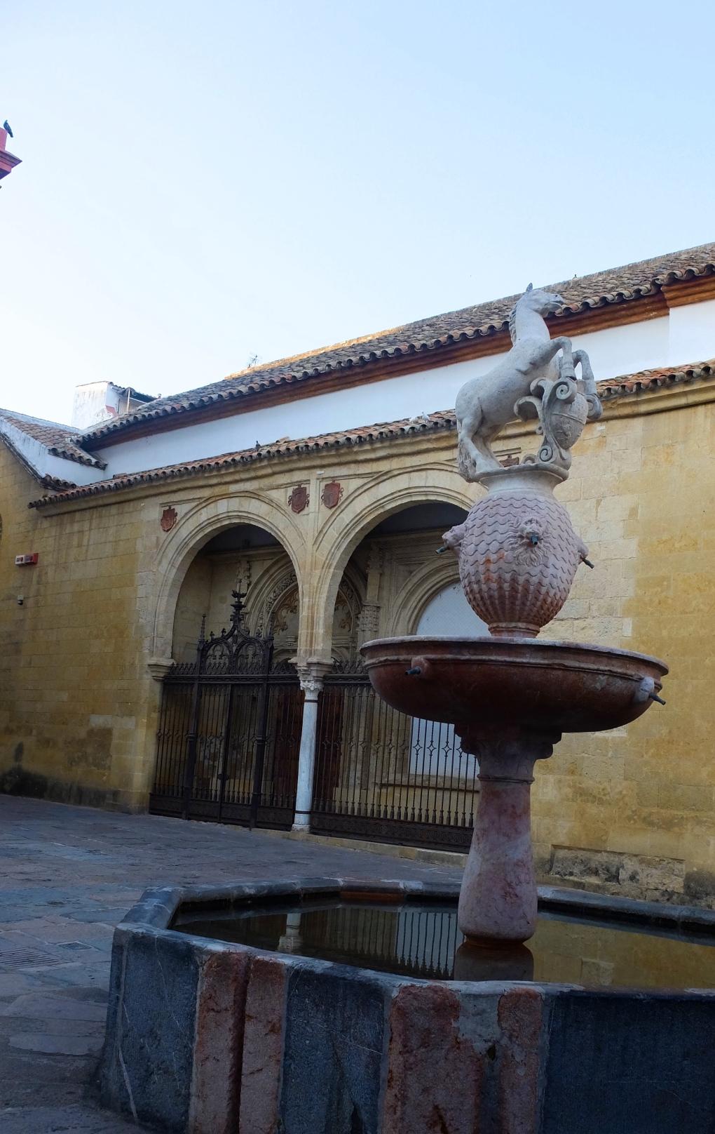 Fuente Plaza del potro